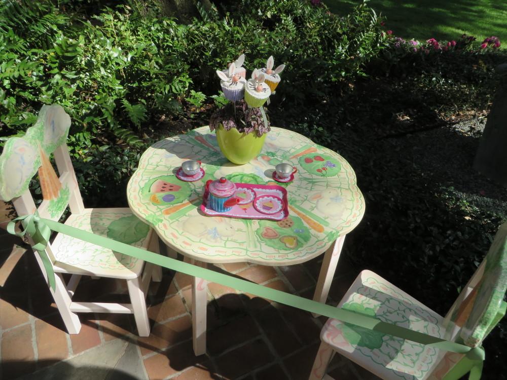 Azalea Trail Children's Table